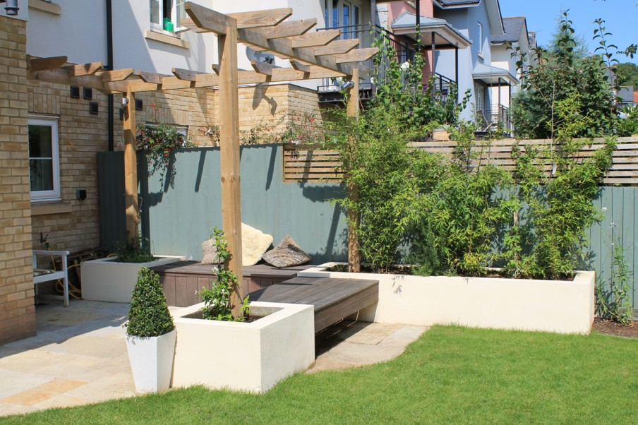 Contemporary townhouse garden outerspace for Townhouse landscaping