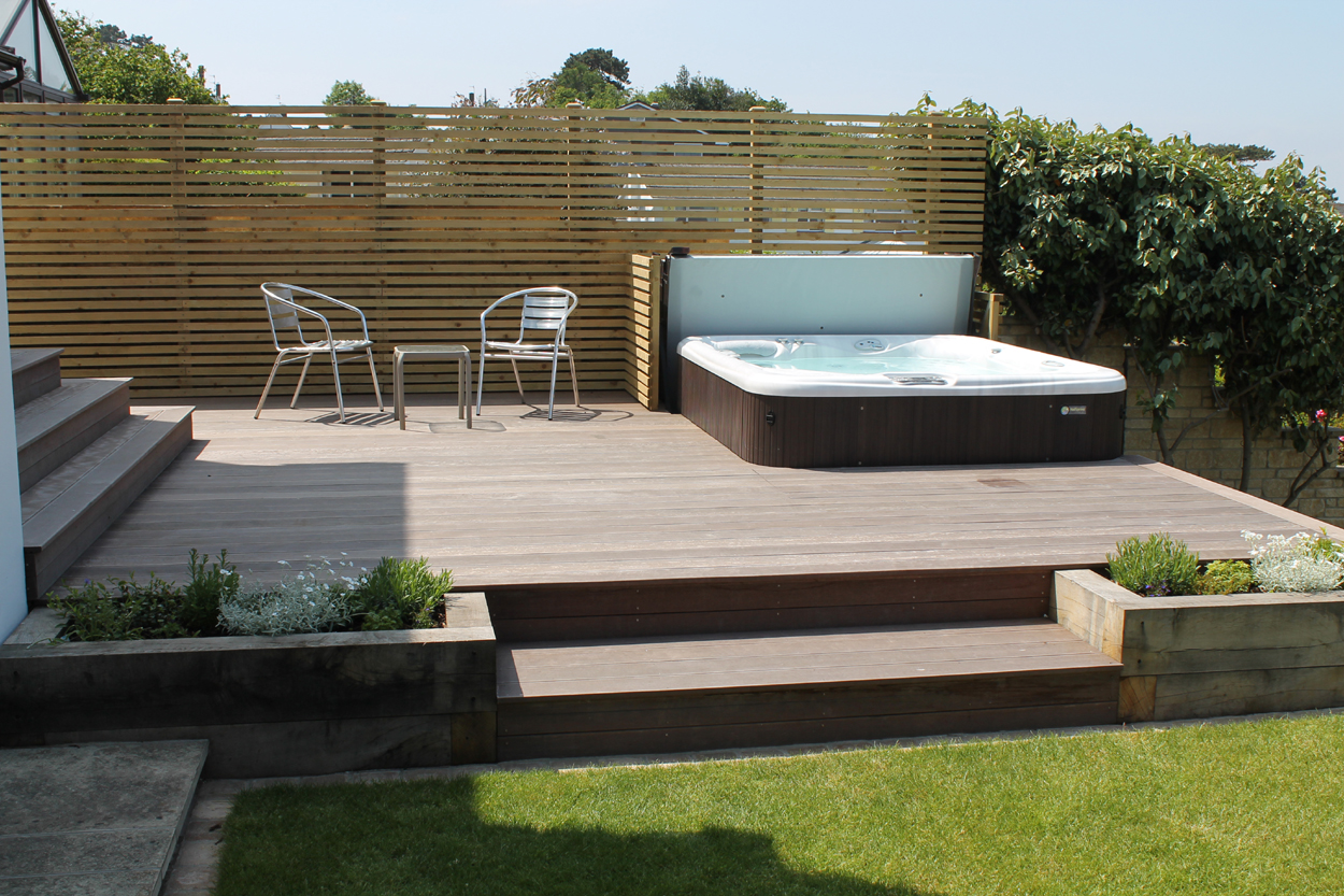 Waterfront back garden outerspace for Outdoor jacuzzi designs and layouts