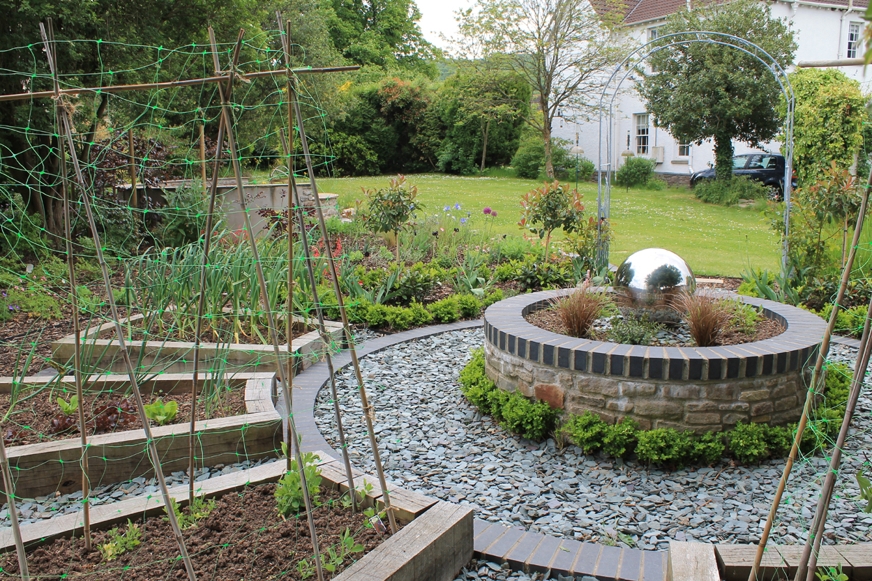 Country wildlife garden outerspace for Outer space garden design cumbria